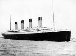 タイタニック号(1912年4月10日撮影、Wikipediaより)