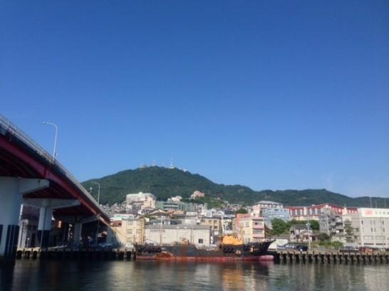 桑姫神社を麓に置く長崎湾一望の稲佐山