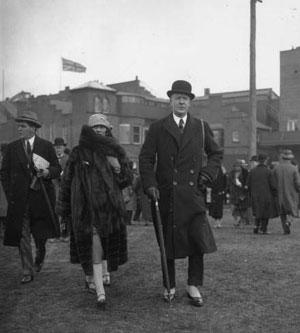 数々の男性と浮き名を流したのも彼女の特徴。写真は1924年に出会ったウェストミンスター公爵/Wikipediaより引用